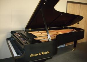 Đàn piano cơ có giá bao nhiêu tiền
