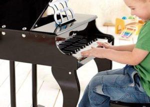 Hướng dẫn chọn đàn piano cơ cho bé
