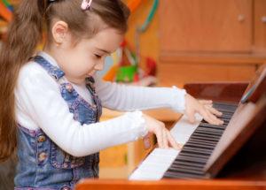 Giải đáp thắc mắc học đàn piano có khó không