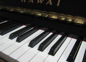 Nên mua đàn piano Yamaha hay Kawai