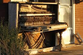 Lên dây đàn piano thường xuyên có tốt không?