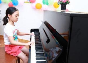 Bạn đang suy nghĩ có nên cho trẻ học piano hay không