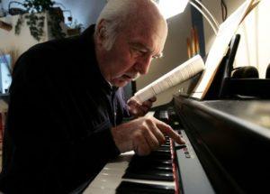 Những điều cần nhớ khi học piano cho người lớn tuổi