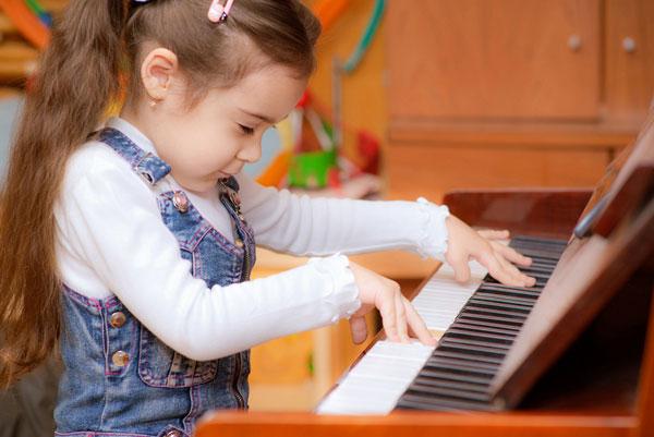 Tại sao piano nên là nhạc cụ đầu tiên cho trẻ?