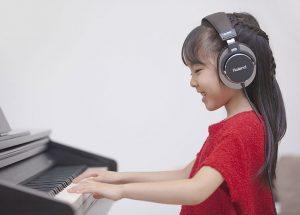 Có nên mua đàn Piano điện cho bé khi mới học