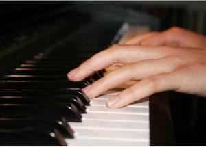 Hướng dẫn luyện ngón đàn Piano đúng cách