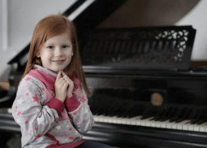 Làm sao để bé yêu nhà bạn hứng thú với việc học đàn piano
