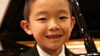 Học piano từ 2 tuổi: Cậu bé người Mỹ trở thành thần đồng Piano